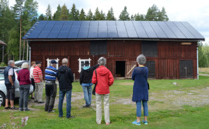 Besökare vid solanläggningen